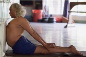 a-day-in-the-life-of-the-guru-yoga-iyengar-2